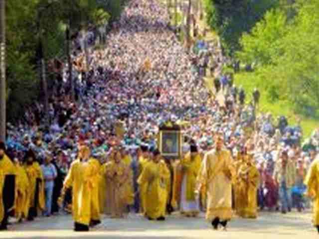 00-russia-ukraine-religious-peace-procession-200716