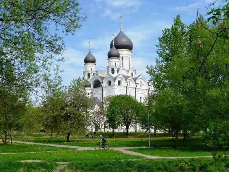 http://www.fedmp.ru/wp-content/uploads/2020/06/Hram_prepodobnogo_Serafima_Sarovskogo_v_Raeve_Moskva3-768x576.jpg